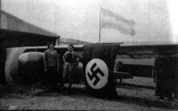 Planeadores del Club Cóndor con la insignia nazi en Comodoro Rivadavia (foto cortesía de Xavier Alcalá).
